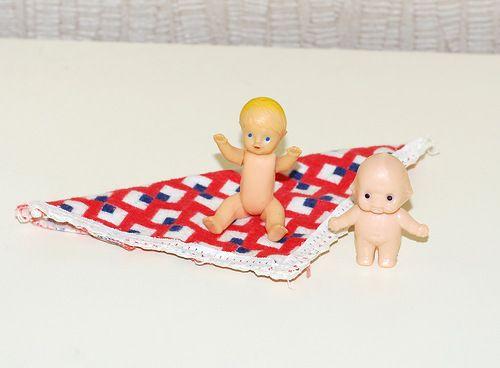 """Слева - набор Малютка, фабрика игрушек """"8 марта"""". Советские игрушки - http://samoe-vazhnoe.blogspot.ru/"""