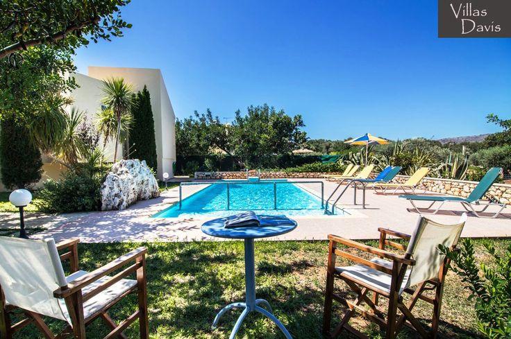 Deleni Villa Swimming pool