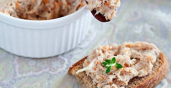 В чем секрет этого паштета? Все очень просто - он вкусный, полезный, станет отличной начинкой для бутерброда или самостоятельным блюдом, а еще содержит мало углеводов! Чем не быстрое блюдо для людей с диабетом?!