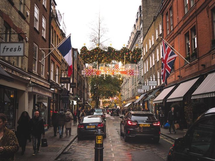 This short street has a really nice vibe and look and little hint whats coming #xmas #christmasdecor #sevendials #flag #unionjack #igers #igerslondon #londongram #thisislondon #igersoftheday #igersdaily #daily #dailypost #iglife #explorer #explore #neverstopexploring #lookaround #serialtraveler #exklusive_shot #beautifuldestinations #visualoftheday #ig_LondonUK #kings_villages #agameoftones #toplondonphoto #ig_masterpiece #visitlondon #picoftheday