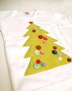 Как украсить футболку малыша новогодней елочкой