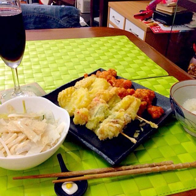 本日の深夜の晩餐 揚げ物と赤ワイン   帰宅前に某所で赤ワインのデキャンター開けて来た所なんだけどね(⌒-⌒; ) - 82件のもぐもぐ - 野菜串揚げ&若鶏唐揚げチリソース by manilalaki