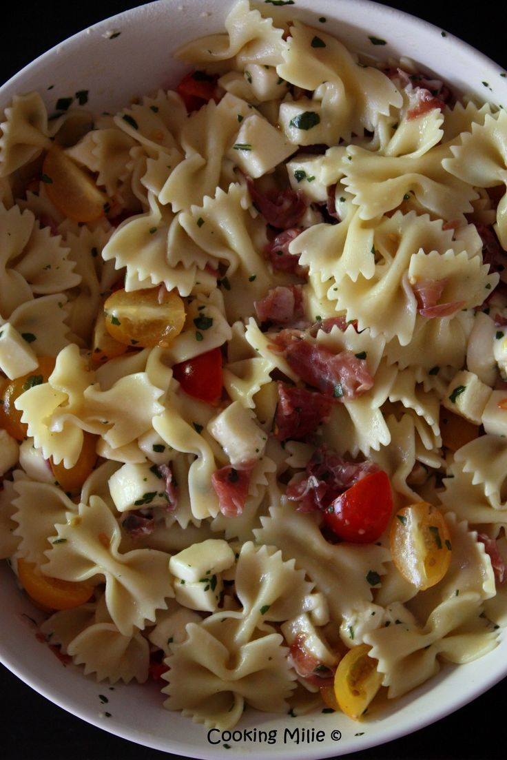 Farfalle à la mozzarella, tomate et coppa