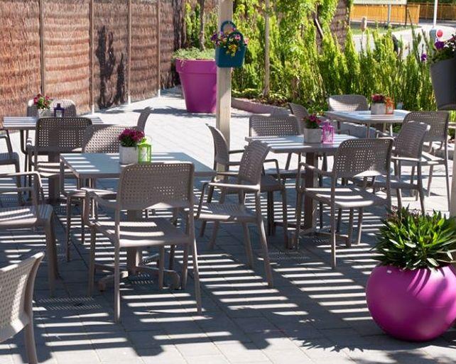 17 best images about lot de mobilier bar restaurant on pinterest. Black Bedroom Furniture Sets. Home Design Ideas