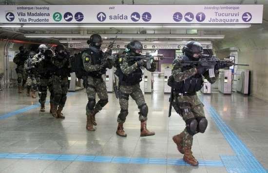 Treinamento antiterrorista: Exército faz simulação de ataque terrorista no metrô de São Paulo