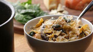 «One pot pasta»: pâtes au poulet et champignons crémeux