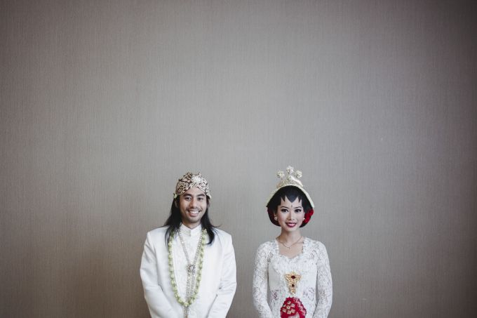Indie Couple's Traditional Wedding And Intimate Rustic Party | Head over to http://www.bridestory.com/blog/indie-couples-traditional-wedding-and-intimate-rustic-party for more pictures