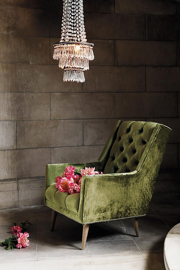 7 Beautiful Square Velvet Armchairs You Will Fall For / modern chairs, velvet chairs, velvet armchairs #designerchairs #velvetarmchairs #velvetchairs  For more inspiration, visit: http://modernchairs.eu/