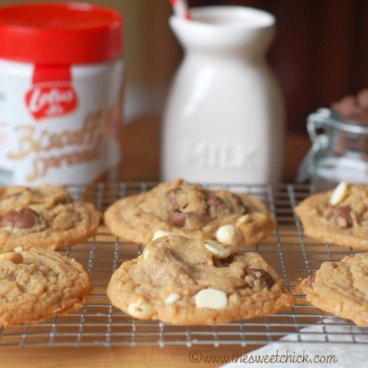 The Sweet Chick: Biscoff Oatmeal Double Chocolate Chip Cookies