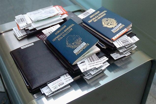 Uruguay Player's Passports // Por los barrios más remotos de Colombes y Asterdam