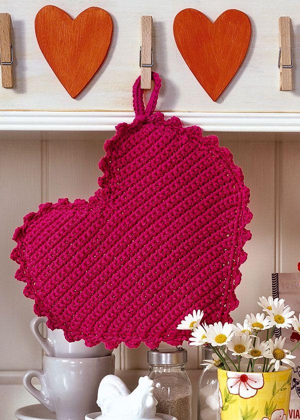 Heart shaped potholders. Free download: www.coatscrafts.c...