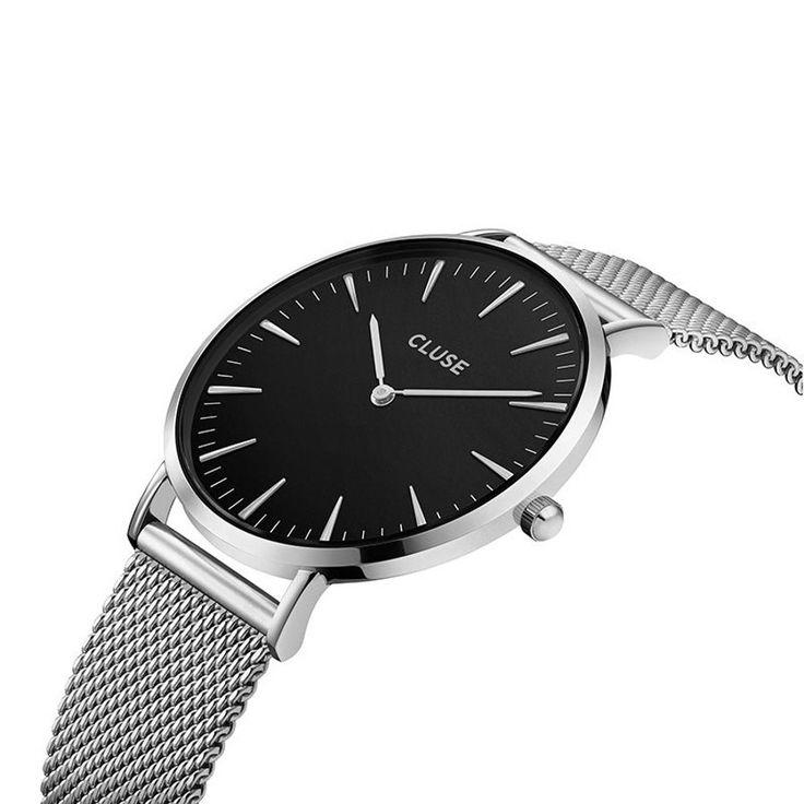 Kauf diese CLUSE La Boheme Mesh Silver/Black Uhr CL18106 Uhr online in unserem Webshop.                     Dies ist eine Damen-Uhr mit einem Quartz-Uhrwerk.                             Die Farbe des Geäuses ist  Silber und die Farbe des Uhrwerks ist Schwarz.                             Das Geäuse ist aus  Messing und das Band der Uhr ist aus Edelstahl.                             Das Uhrwerk ist Analog. Es wird Mineralglas genutzt.                                       Wir...