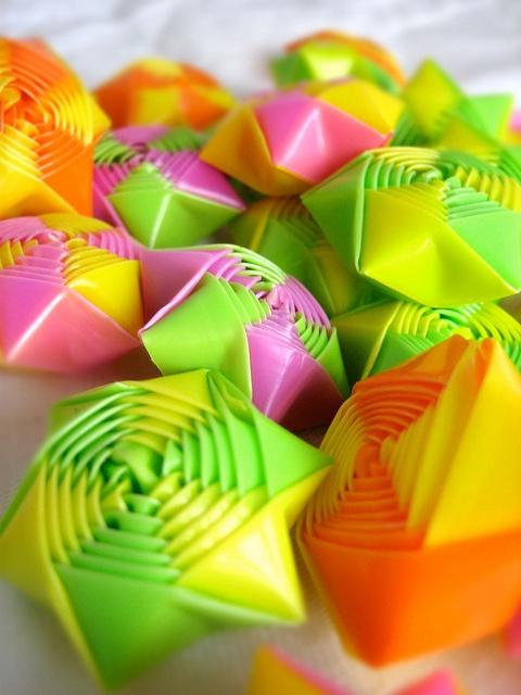 Rainbow Origami Straw Stars by Nanimo  similar tutorial: http://www.liveinternet.ru/users/tokitoka65/post146030435/