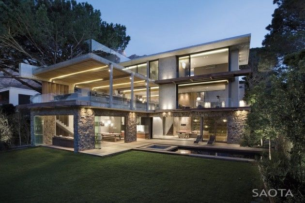 SAOTA – Stefan Antoni Olmesdahl Truen Architects and Three 14 Architects have designed the Glen 2961 House in Cape Town, South Africa.
