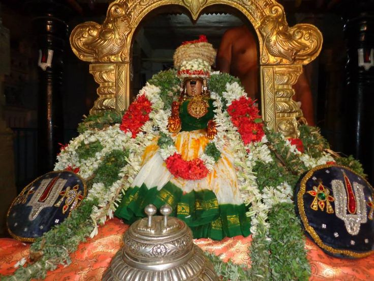 Goddess Kamalavalli Nachiar - the presiding deity of Second of the 108 divyadesam i.e. Woriur Nachiar Koil temple/Trichy. Shei is the daughter of a chola king and who adored Lord Renganatha of Srirangam.