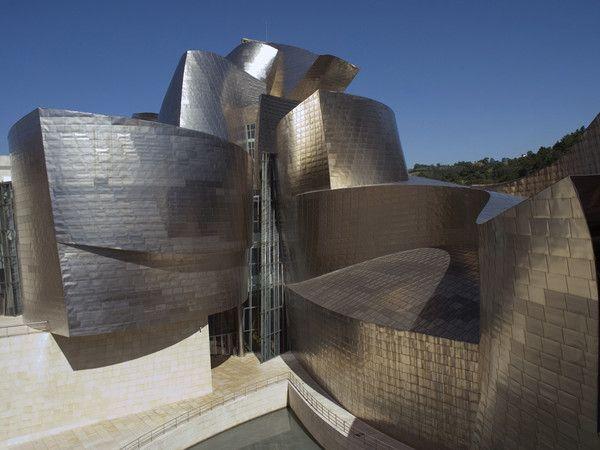 SCOPERTE:Due esposizioni ripercorrono la storia dell'arte degli ultimi 100 anni per celebrare l'anniversario della partnership con la Fondazione Solomon R. Guggenheim.