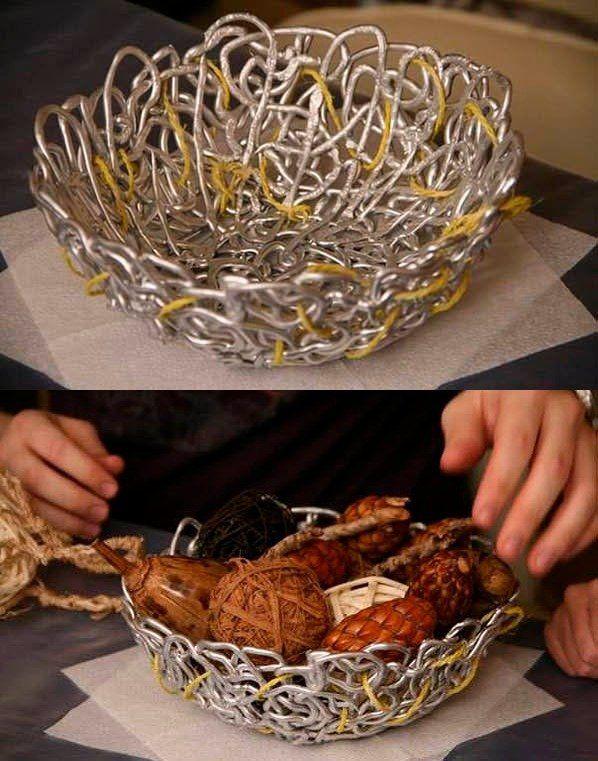 Esta fácil cesta DIY requiere muy poco / http://www.lotsofdiy.com/