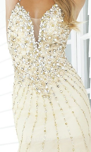 i normally don't like a lot of sparkles... but this is elegant and beautiful :)