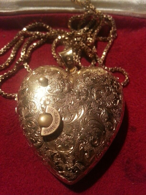 18kt Gold Heart Shaped Locket.  Reuge musical movement.  (Unsure of melody) GOLAY FILS   S.A.