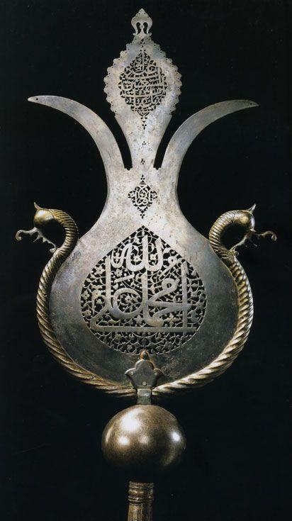 Alem İran, 16. yüzyıl sonu Delikli çelik, kalıp demir ek uzantılar 81,5 x 32,5 cm