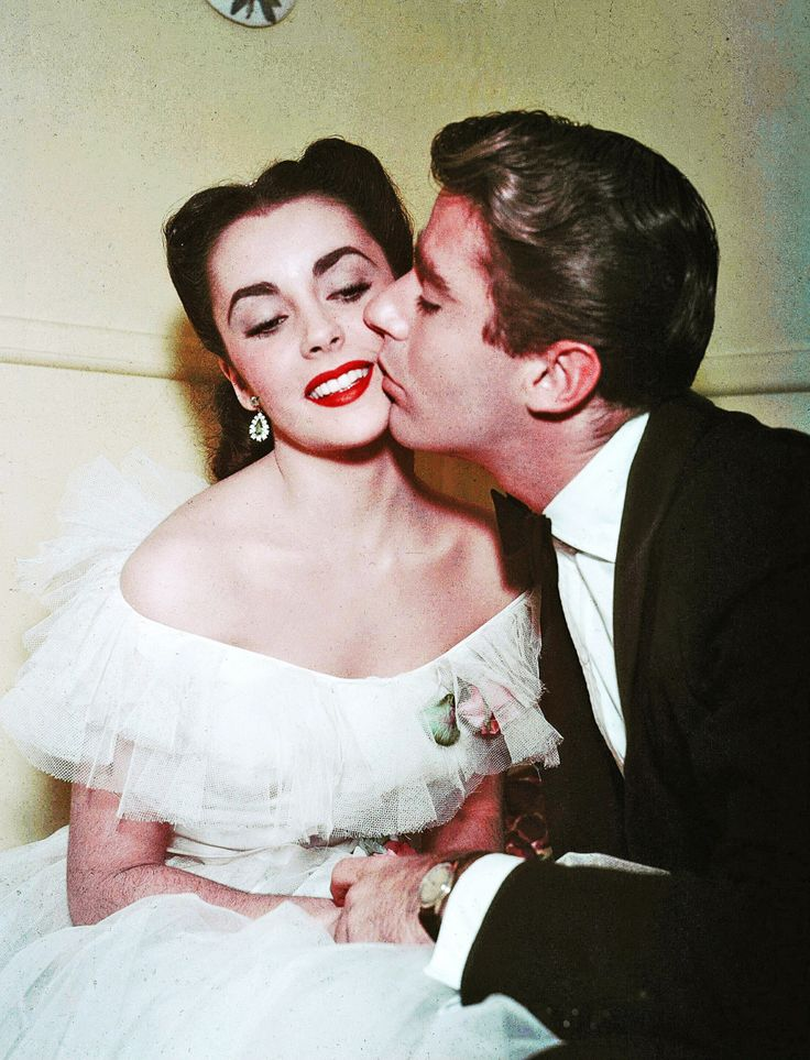 """Elizabeth Taylor and Peter Lawford in""""Julia Misbehaves"""", 1948."""