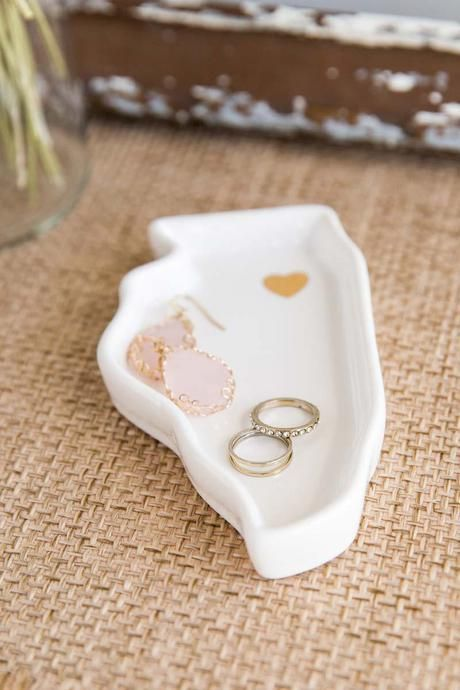 """This mini Illinois dish is the perfect decorative accent to hold jewelry& trinkets! The little gold heart adds a special touch to make this an adorable gift.<br /> <br /> - 3"""" x 5""""<br /> - Ceramic<br /> - Imported"""