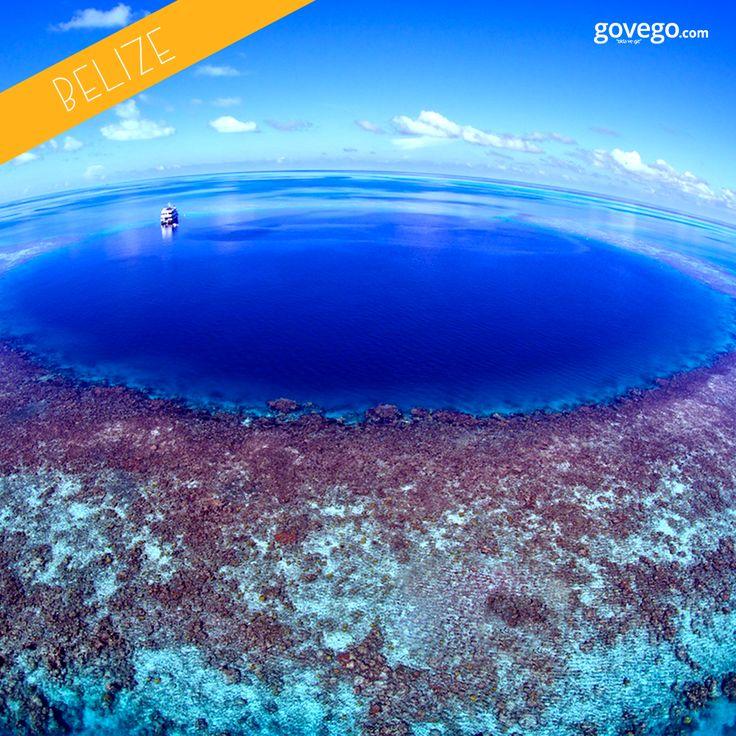 """Herkese harika bir Pazartesi ve mutlu bir hafta diliyoruz! :)  Bugün sizleri Dünya üzerinde yer alan en gizemli alanlardan birine götürüyoruz: Özellikle dalışseverler için büyüleyici bir nokta olan """"Büyük Mavi Delik"""" – Blue Hole.  Bu gizemli alana nefesini tutarak dalış yapan Fransız Guillauma Nery'i izlemek için yazımıza göz atabilirsiniz!  http://blog.govego.com/dunyanin-en-gizemli-deligi-blue-hole/"""