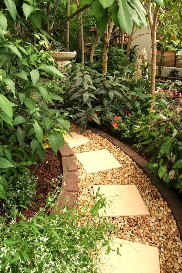 Temperate climate tropical garden | GardenDrum Tropical Breeze design Helen Curran
