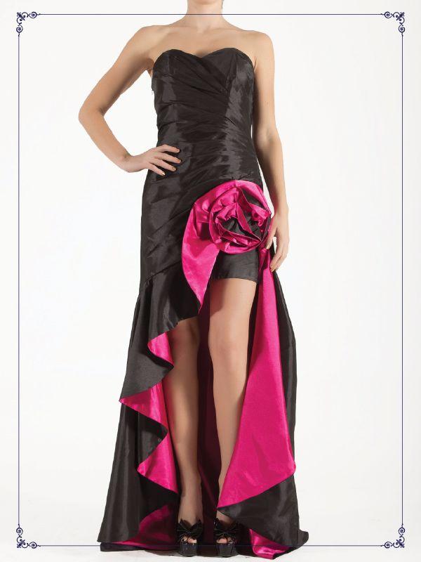 Vestido largo de corte especial.  Descuento $1,299