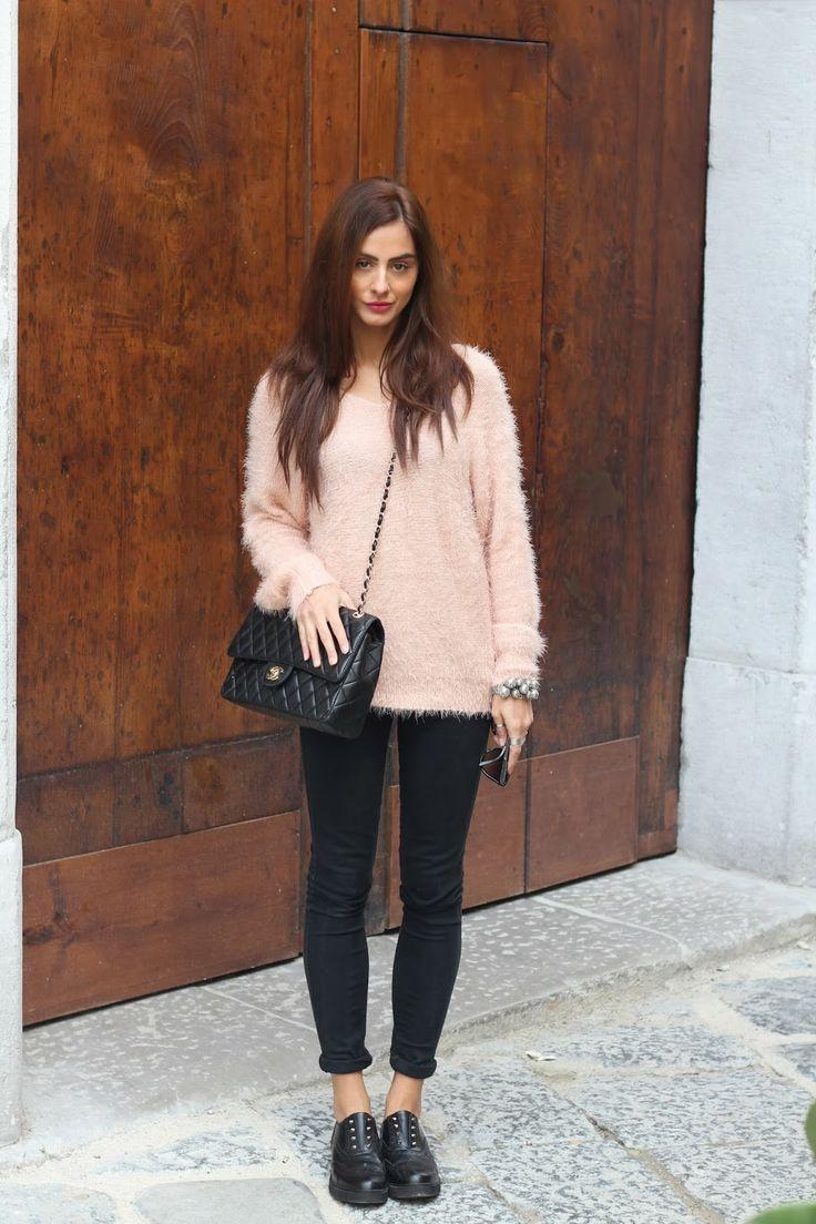 http://www.mariezamboli.com/2013/12/fluffy-sweater-dal-candy-touch_26.html