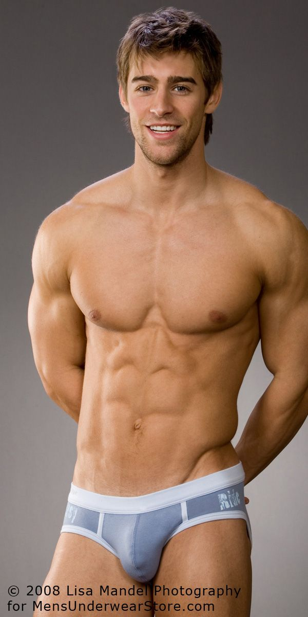 Men's Underwear Whether a man enjoys wearing boxer briefs, trunks, or fitted shorts, the most important considerations when purchasing men's underwear are a proper fit and adequate support. Finding the perfect underwear isn't easy.
