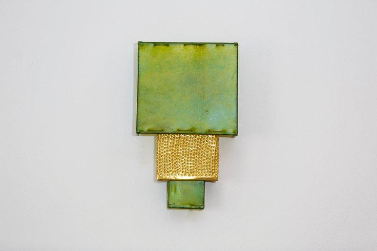 Aplique de pared, lámpara. Estructura de hierro recubierta de piel color verde. Detalle de cobre. Iluminación hogar. Hecha a mano. de DreamsLampsDeco en Etsy