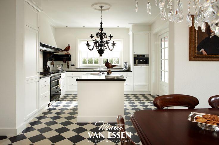 Naast de moderne keukens die u regelmatig voorbij ziet komen is er nog altijd veel vraag naar klassieke en landelijke keukens en ook daarvoor kan u bij ons terecht! Ga naar onze website om hier meerdere voorbeelden van te bekijken.