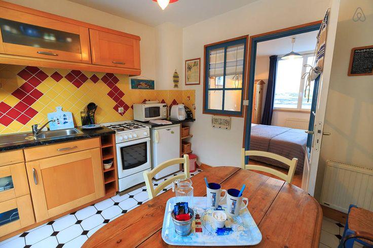 C'est la cuisine qui m'a fait venir dans ce gîte, avec vue sur le port à Barfleur, en automne 2014. J'y ai passé un excellent séjour !