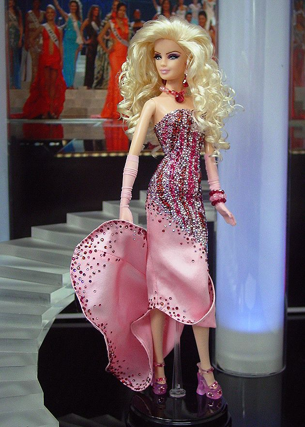 ๑Miss Long Island 2012, look at those yummy shoes, but the whole doll is a vision.