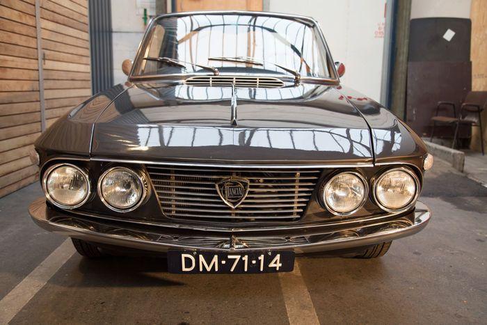 Merk: Lancia Type: Fulvia coupe Series 1 Uitvoering: 1.2 met 1.3 808.302 type motor Bouwjaar 1968 Kleur lak: Bruin  Motor: type 808.302 met 86 pk Transmissie: Handgeschakeld Tellerstand: 71.135 km afgelezen APK geldig tot: tot 8 september 2017 (NL)  Deze Lancia is een standaard 1.2 coupe welke is aangepast naar het type 1.3 Rallye type met lichtgewicht carrosserie d.w.z aluminium deuren en kofferklep en met de motor van het type 808.302.   Daarnaast is de auto voorzien van onlangs vernieuwde…