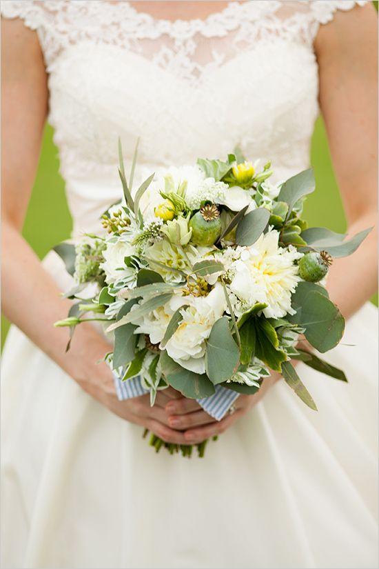 ramo de la boda verde y blanco por Posh Floral Designer