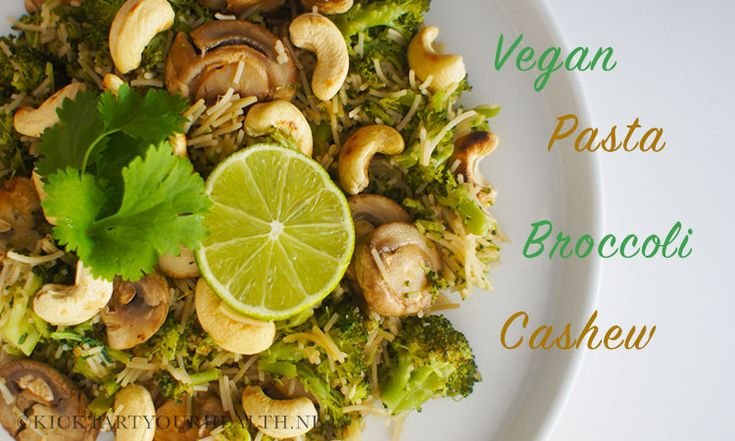 Een heerlijke veganistische pasta met cashewnoten, broccoli, paddenstoelen en limoen! Dankzij rijstpasta is dit vegetarische recept ook glutenvrij.