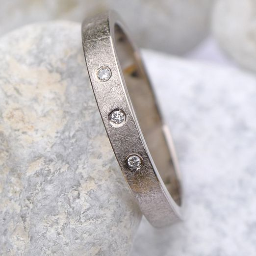 Ethical diamond ring by Lilia Nash Jewellery