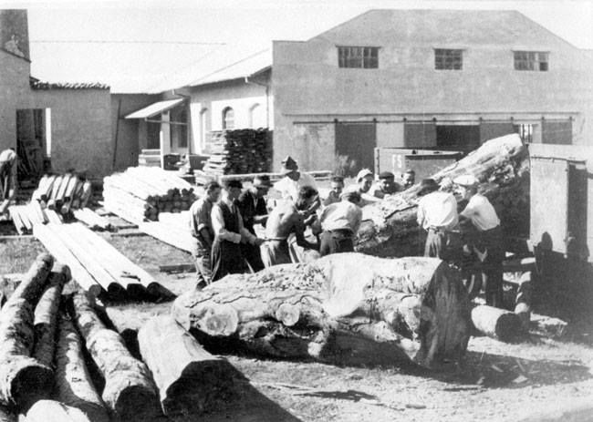 September 1942. Jews in forced labor in Gorizia in the Italian-occupied territories Pictured are Jews working in forced labor in Gorizia in September 1942. Gorizia, on the Yugoslavian border (today Slovenia), close to the Adriatic Sea, was part of the Italian-occupied territories. Though these Jews were taken for forced labor, they were not deported to the death camps in Poland that were functioning at this time.
