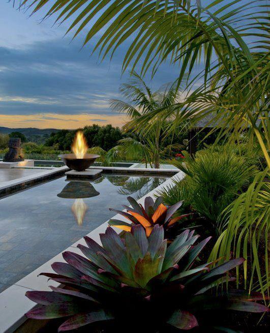 Parece até cena de filme, não é mesmo? #relax #decoração #imóvel #piscina