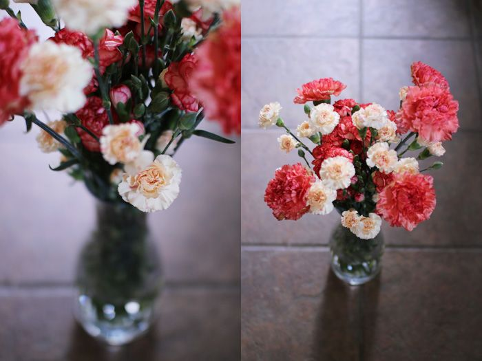 I used to avoid carnations, as here in my country red carnation is a flower of revolutioners and a flower of Great Patriotic war memory. But now I see so many colors and like mixing them.