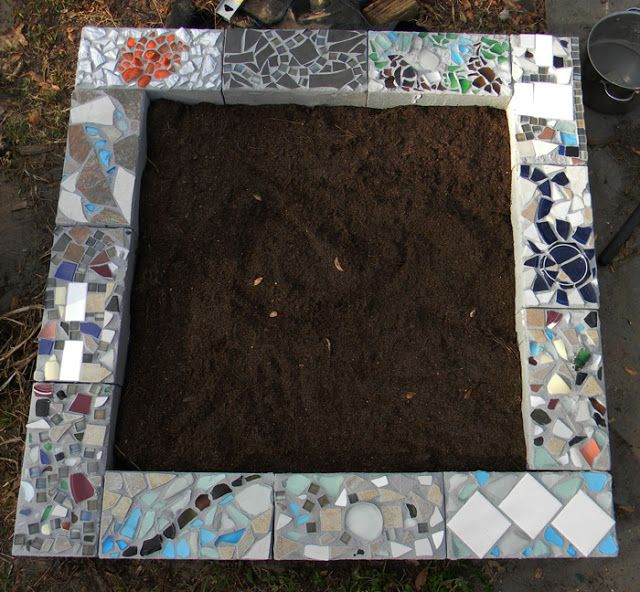Cool idea to use cindar blocks to make raised bed and then mosiac them.