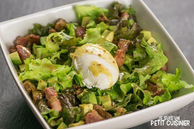 Comment faire une salade lyonnaise à l'avocat. Recette facile. La salade lyonnaise traditionnelle avec quelques petites touches à découvrir.