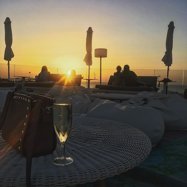 """Today I would like to present you one special place for sunset... it's so atypical for ibiza... it's modern... cute... it's rooftop... I love this place for be unique and no common... come and try it... I want to know yours opinions... #ibizalife #ibiza #sunset #nonstop #today #rooftop #special #vipexperience #travelgram #travelblogger #lifestyle #enjoy #exclusive #experience #sun #champagne #michaelkors #vip #ибица"" by @non_stop_ibiza (Experiences On Ibiza🏝). #turismo #instalife #ilove…"