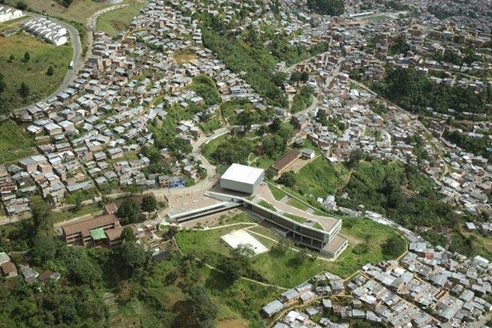 Colegio Santo Domingo Savio. Medellín, Colombia. 2008Foto Luis Adriano Ramírez