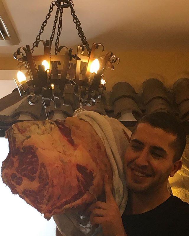 肉ー🥩🍖とってもおいしかった🤤💕 estaba muy buena. H estoy creciendo al alto sino al ancho... #carne #comecome #queestacreciendo #domingo #riquisimo #restaurante #vasco #madrid #españa #yum #sunday #lunch #vasque #cuisine #meat #restaurant #spain #マドリード #スペイン #肉 #バスク #料理 #レストラン #おいしい#日曜日