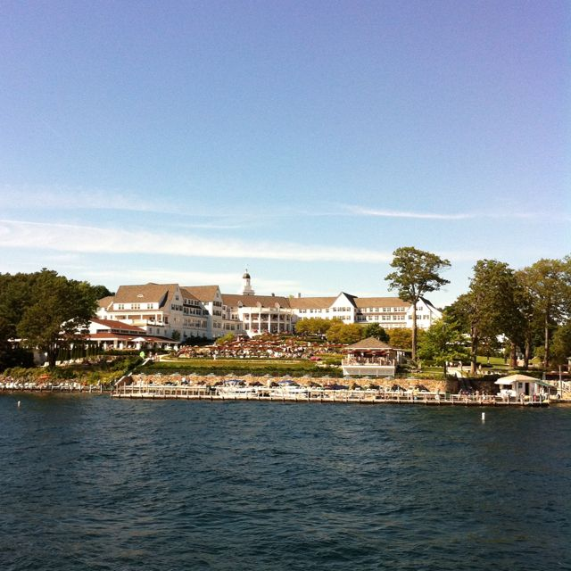 We stayed in this hotel at Lake George. Wonderful place!