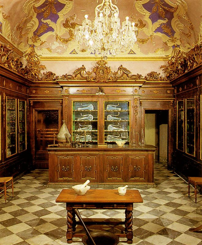 Officina Profumo-Farmaceutica di Santa Maria Novella is one of the oldest pharmacies in the world.   Founded by Dominican friars shortly after 1221, the year of their arrivaI in Florence, the pharmacy used medicinal herbs grown in the monastic gardens to make medications, balms and pomades for the monks' infirmary.