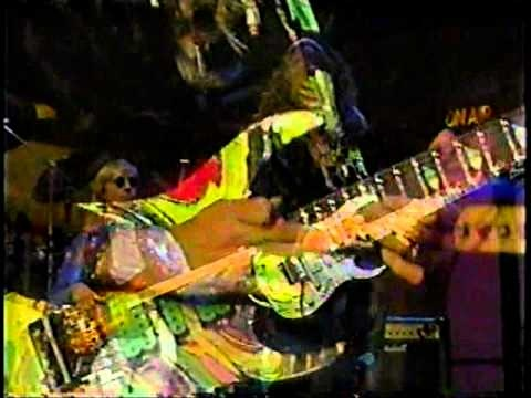 Steve Vai @ The David Letterman Show - The Master - So great!